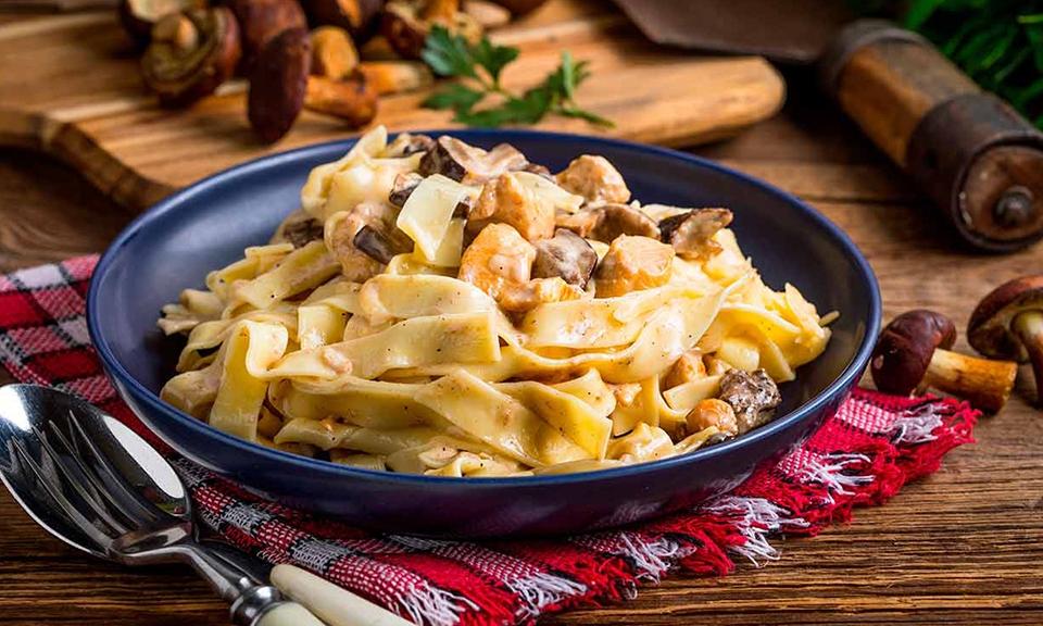 Tagliatelli with mushrooms, pumpkin and seitan