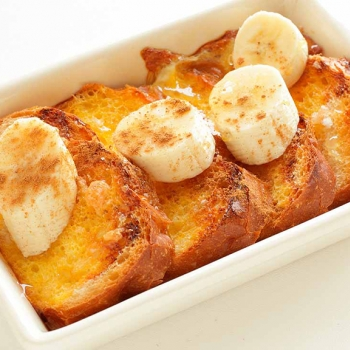 Banana bread and cinnamon pudding